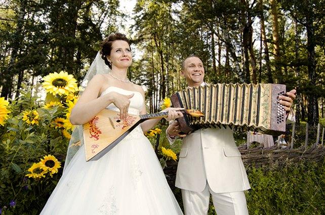 musizierendes Hochzeitspaar