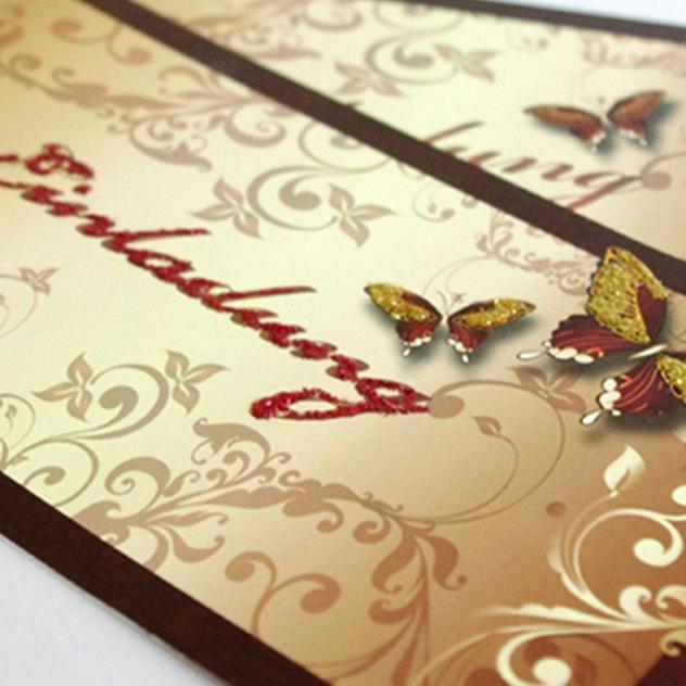 Hochzeitseinladung mit Glitzer-Schmetterlingen