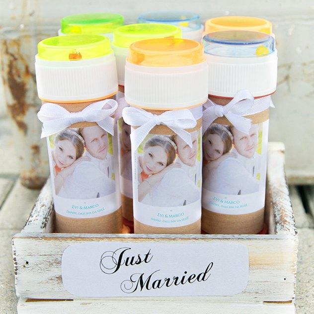 Hochzeits-Seifenblasen mit selbst gestalteten Etiketten