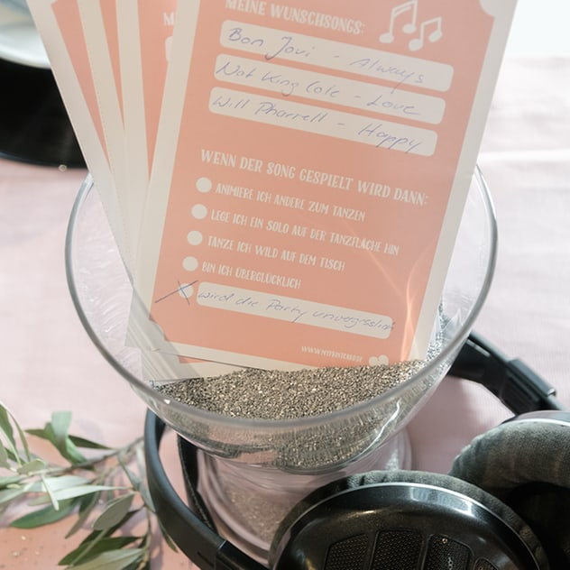Mit Musikwunschzetteln können die Hochzeitsgäste ihre Wünsche äußern