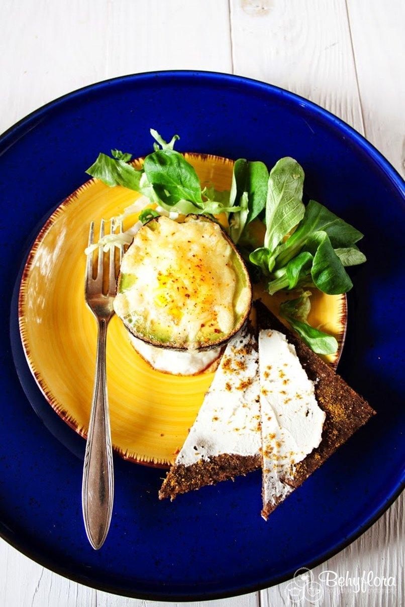 Gesund mit dem Ei in der Avocado - Superfood an Ostern