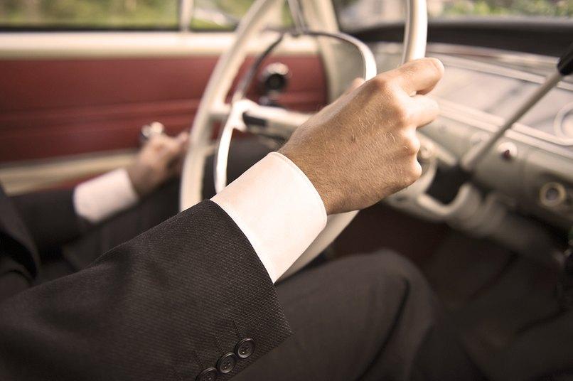 Der Chauffeur bekommt auf jeden Fall ein kleines Trinkgeld.