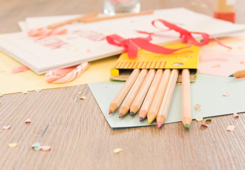Spiele und Bastelsachen sind für Kinder auf der Hochzeit absolut notwendig