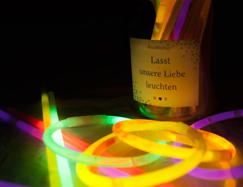 Leuchtende Knicklichter - Lasst unsere Liebe leuchten