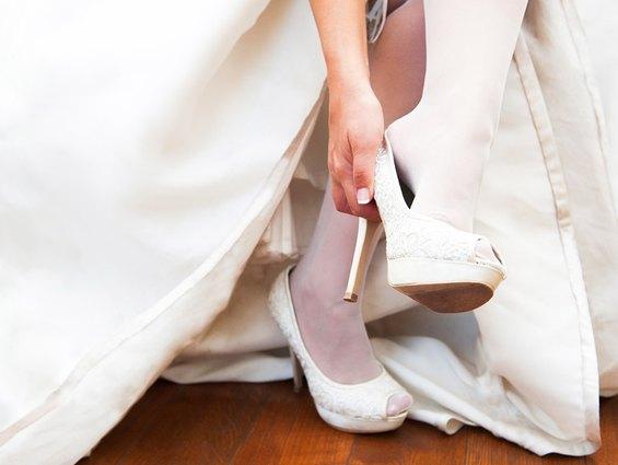Schöne Brautschuhe wünscht sich jede Braut. Hier kommen Tipps für den Kauf