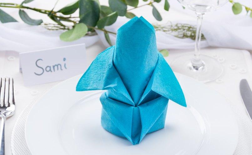 Blaue Servietten-Lilie
