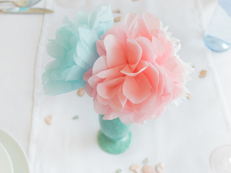 Pompons lassen sich sogar zu unterschiedlichen Blumenarten basteln