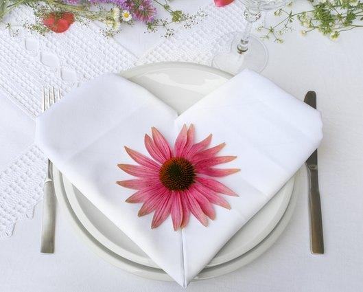 Tischdekoration mit Servietten-Herz