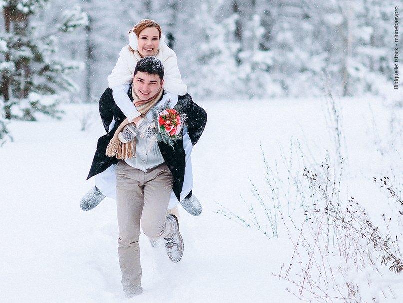 Eine Winterhochzeit kann Spaß machen