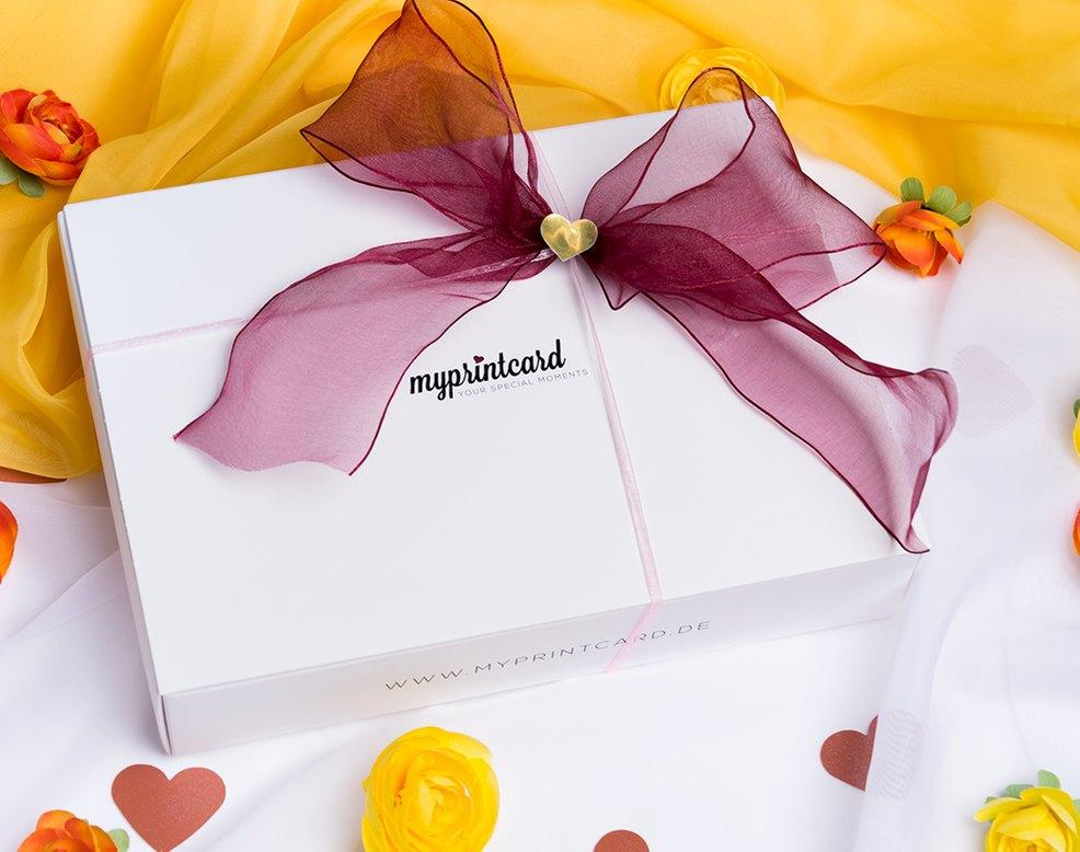 schleifen binden leicht gemacht so klappt s mit der geschenkverpackung myprintcard. Black Bedroom Furniture Sets. Home Design Ideas