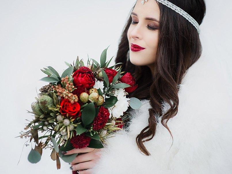 Der Brautstrauß darf auch im Winter üppig sein