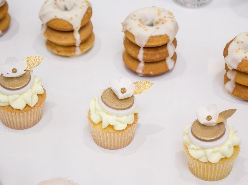 Ebenfalls die Mini-Muffins und Donut-Türmchen.