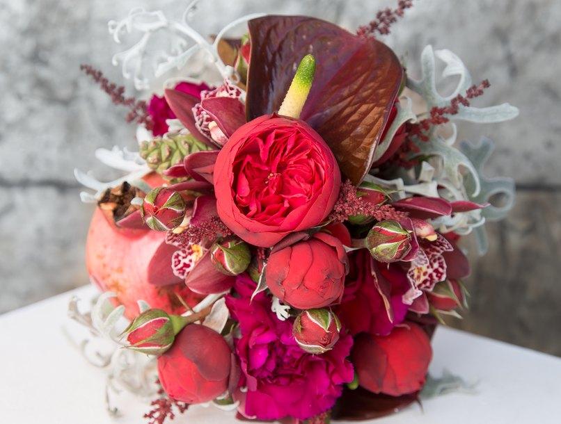 Welche Blumen könnt Ihr in diesem Brautstrauß erkennen