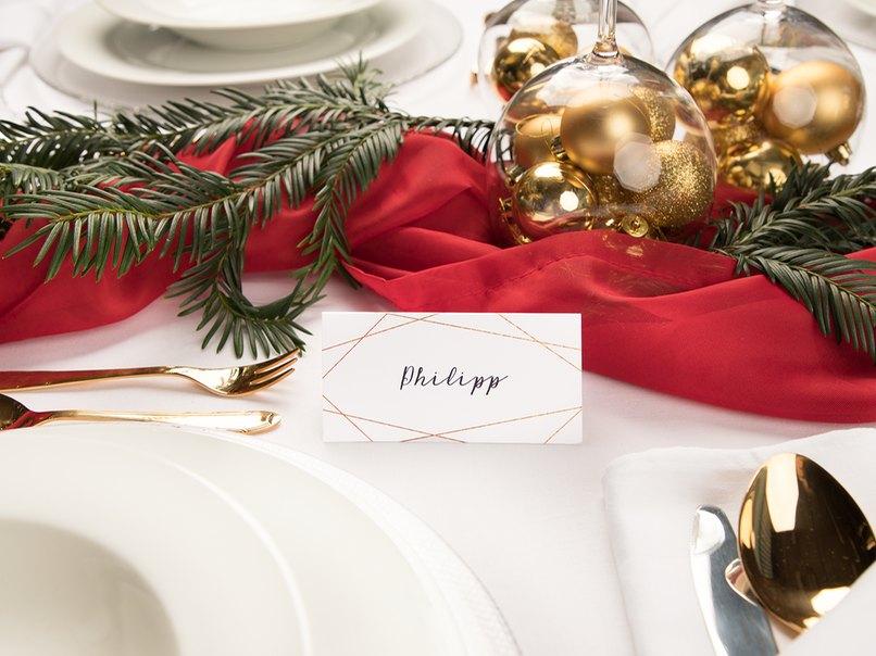 schnelle tischdeko zu weihnachten in rot und gold. Black Bedroom Furniture Sets. Home Design Ideas